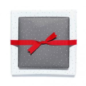 gemustertes, grafisches Geschenkpapier von My Pretty Circus | beidseitig bedruckt | Tupfen grau/weiß