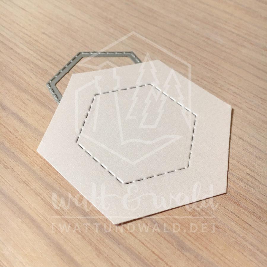 Original Cutting Dies von watt&wald zum Ausstanzen aus Papier. Hexagon mit genähtem Rand