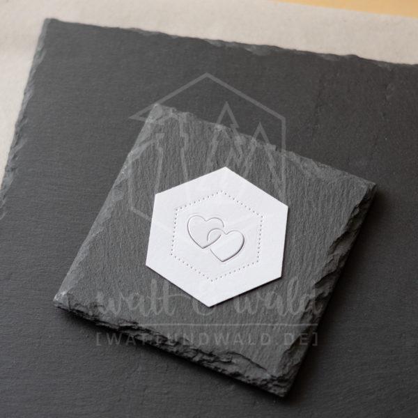 Hexagon Rahmen mit verschlungenen Herzen
